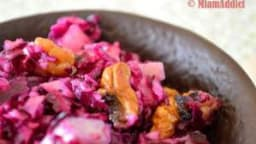 Salade de chou rouge, pomme, noix et emmental