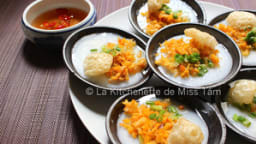 Galette de riz aux crevettes à la vapeur de Huê
