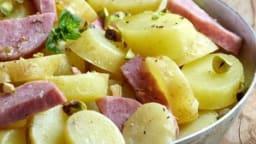 Salade de pommes de terre, saucisson Lyonnais et pistaches