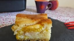 Gâteau crousti-fondant à la pêche