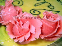 Roses en pâte d'amande - Etape 11