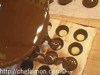 Moulage des chocolats fourrés - Etape 7
