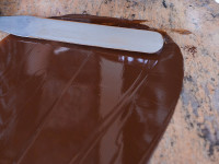 Tabler le chocolat sur le marbre