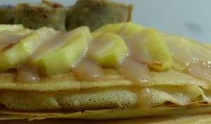 Gâteau de crêpes aux pommes et caramel beurre salé