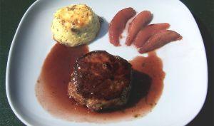 Pavés de cerf sauce et poires au vin - Ma Cuisine Santé