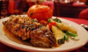 Truites marinées aux fines herbes, panées, cuites au four, sauce beurre fumet de poisson