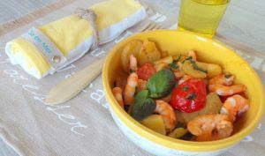 Crevettes sautées au basilic, pommes de terre et petites tomates