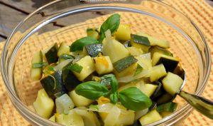 Salade de courgettes au basilic, sauce au citron et à l'orange