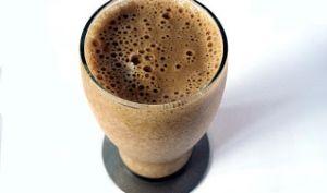 Milk-shake au café, crème glacée à la vanille, chocolat et cannelle (Portugal)