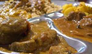 Agneau (mouton) Nihari aux épices indiennes et eau de rose (Inde)