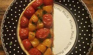 Tarte bi-color aux tomates sur compotée d'oignons - MéliMélFlo