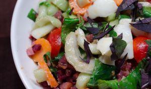 Salade de pak choi aux lardons et au basilic pourpre