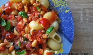 Pâte à la sauce pimentée aux tomates, basilic et cacahuètes