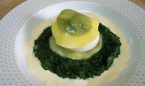 Oeuf mollet florentine, sur lit de tétragone et crème de Comté