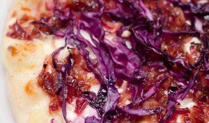 Pizza violette au chou rouge