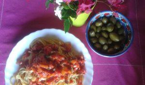 Spaghetti aux olives et tomates-cerises