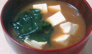 Soupe miso au tofu et wakame