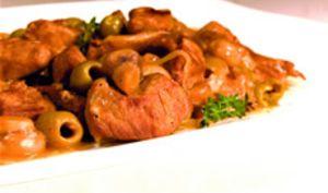 Veau aux olives vertes et aux champignons