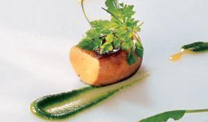 Foie gras de canard grillé, aromatisé de feuilles aromatiques