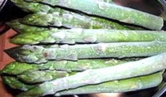 Eplucher et cuire des asperges vertes surgelées - Etape 1