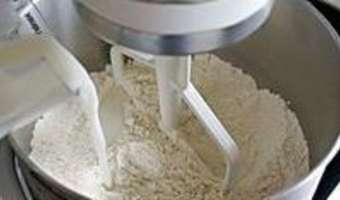 Croissants et pains au chocolat - La détrempe - Etape 3