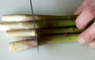 Éplucher et cuire des asperges fraîches - Etape 1