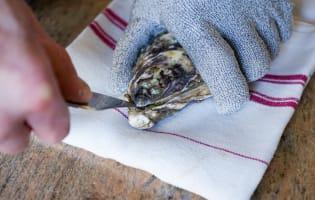Ouvrir les huîtres facilement - Etape 3