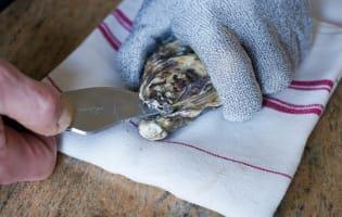 Ouvrir les huîtres facilement - Etape 4