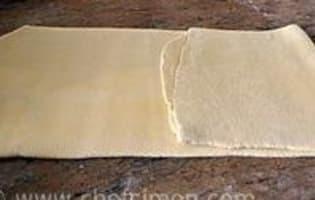 Croissants et pains au chocolat - Le tourage en portefeuille - Etape 10