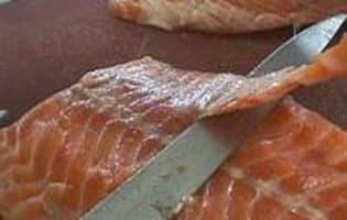 Oter la peau et dégraisser un filet de saumon - Etape 8