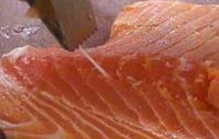 Oter la peau et dégraisser un filet de saumon - Etape 9