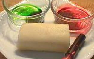 Colorer de la pâte d'amande - Etape 1