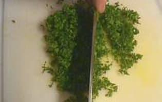 Hacher le persil au couteau - Etape 5