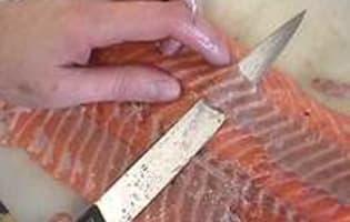 Désarêter un filet de saumon - Etape 1