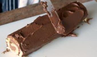 B che de no l traditionnelle au chocolat recette de la b che recette par chef simon - Decorer une buche de noel ...