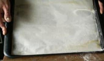 Bûche de Noël au chocolat : le biscuit roulé - Etape 2