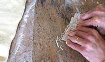 Croissants et pains au chocolat - Le tourage en portefeuille - Etape 4