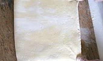 Croissants et pains au chocolat - Le tourage en portefeuille - Etape 7