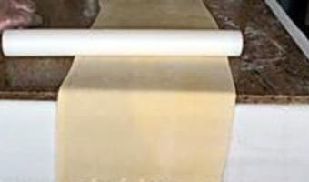 Croissants et pains au chocolat - Le tourage en portefeuille - Etape 9