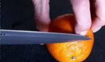 Peler une orange à vif - Etape 1