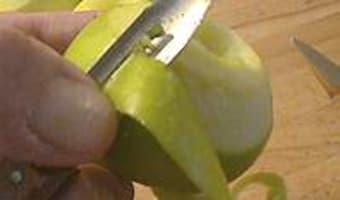 Eplucher et évider une pomme - Etape 4