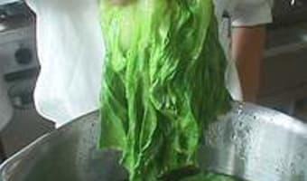 Parer et blanchir une laitue - Etape 8