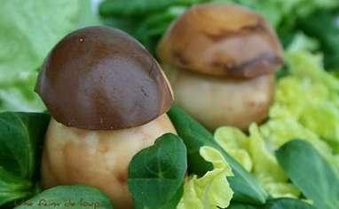 Oeufs de Pâques ou champignons sur salade de Pâques