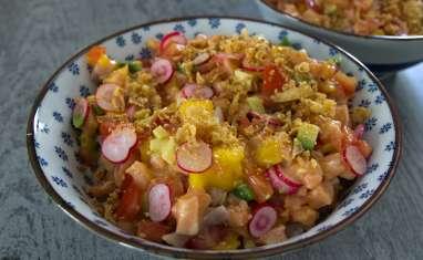 Salade de saumon cru à la japonaise, avocat et mangue