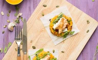 Rostis de courge butternut, crème d'ail, dinde au paprika