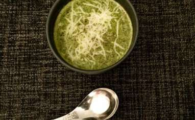 Joli velouté vert de fanes de navets