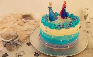 Ruffle layer cake reine des neiges au kinder