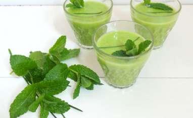 Soupe froide de petits pois et concombre, menthe et ciboulette
