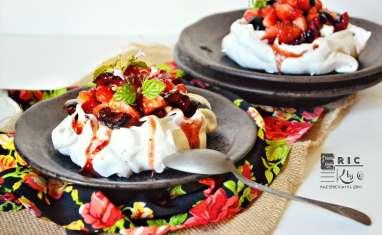 Pavlova aux fruits rouges et faisselle