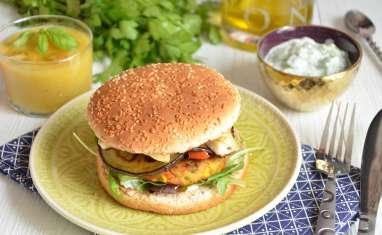 Hamburger végétal halloumi aubergines poivrons